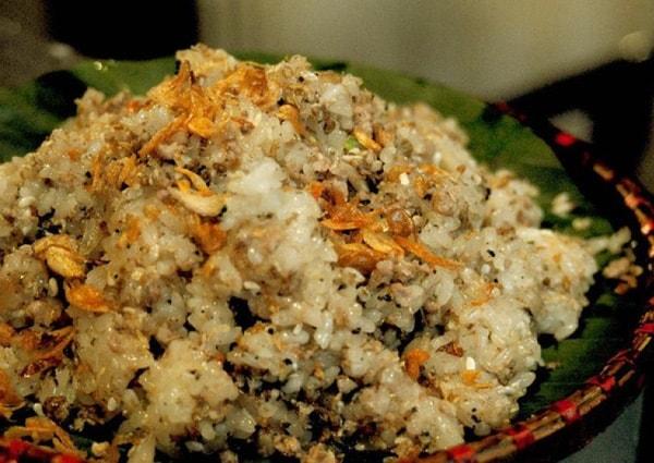 Bạn có thể thưởng thức xôi trứng kiến ngon tuyệt tại Yên Bái