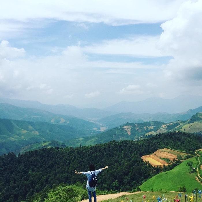 Khung cảnh núi rừng nhìn từ đèo Pha Đin