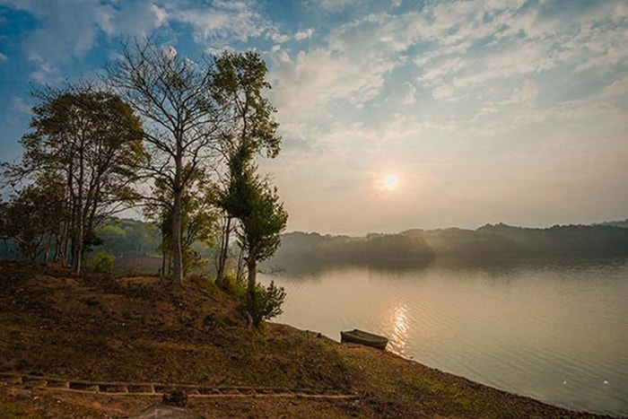 Vẻ đẹp của hồ Pá Khoang ở Điện Biên