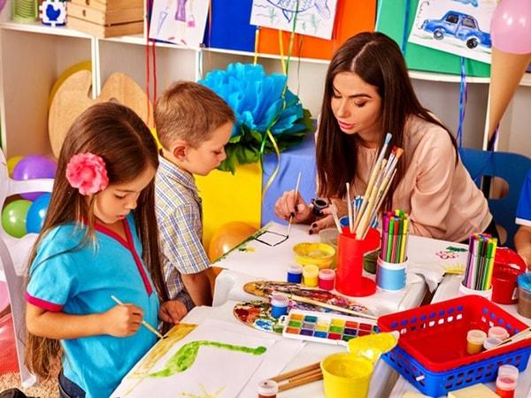 10 kỹ năng giao tiếp với trẻ mầm non giáo viên cần nắm