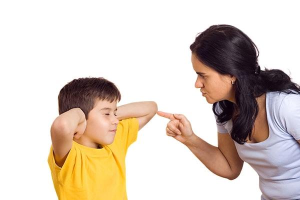 Tác hại của việc cha mẹ quá chiều con trẻ