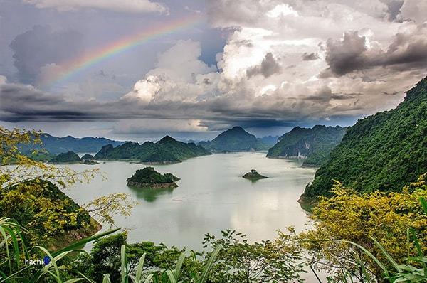 Thung Nai giống như một vịnh Hạ Long thu nhỏ