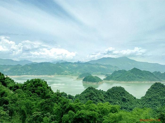 Vẻ đẹp của Ba Khan - Vịnh Hạ Long trên cạn ở Hòa Bình