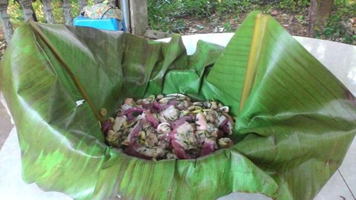 Thịt lợn hấp lá chuối Điện Biên