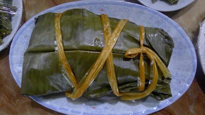 Thịt lợn xay hấp lá chuối Điện Biên