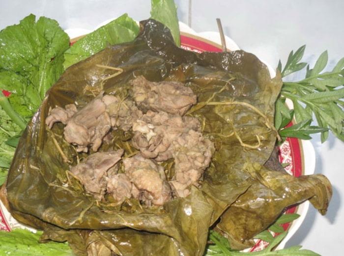 Vịt om hoa chuối là món ăn nổi tiếng ở Điện Biên