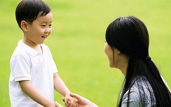 Trẻ con rất thích nhận được lời khen khi ngoan