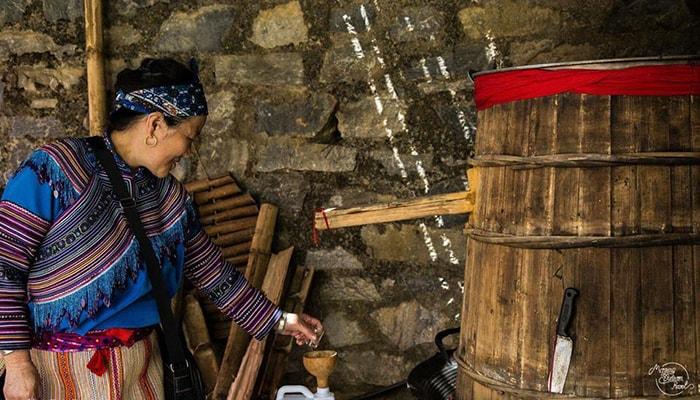 Công đoạn nấu rượu ngô Hà Giang