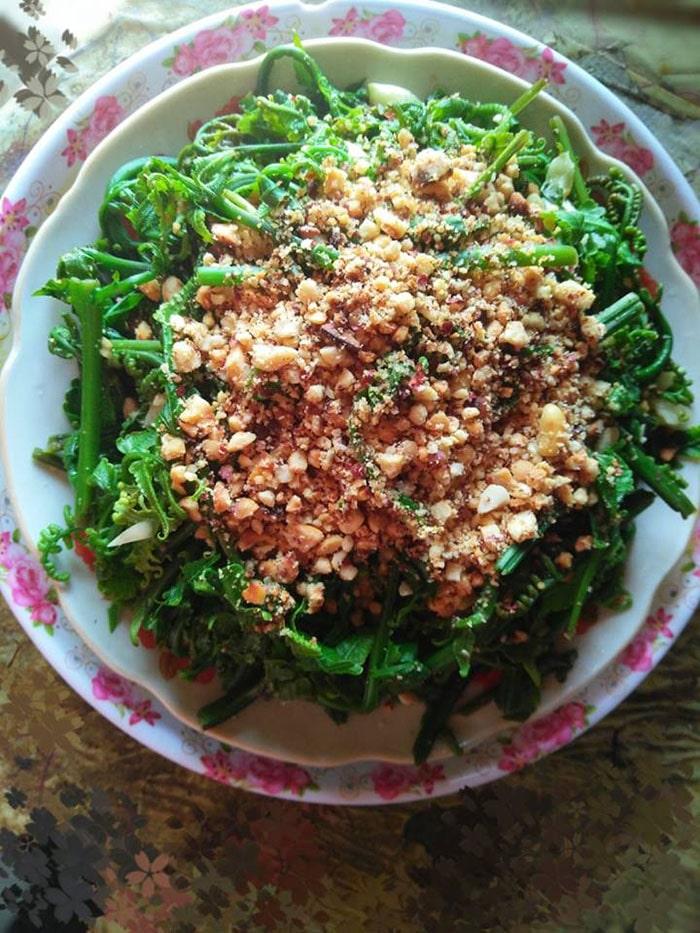 Nộm rau dớn là món ăn rất ngon ở Hà Giang