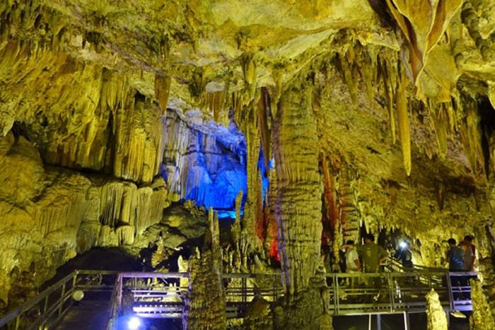 Khám phá những hang động hoang sơ ở Hà Giang