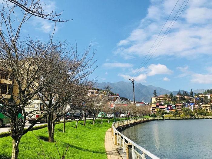Hồ nước ở thị trấn Sapac
