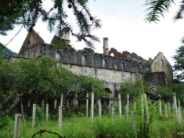 Tu viện cổ ở Sapa
