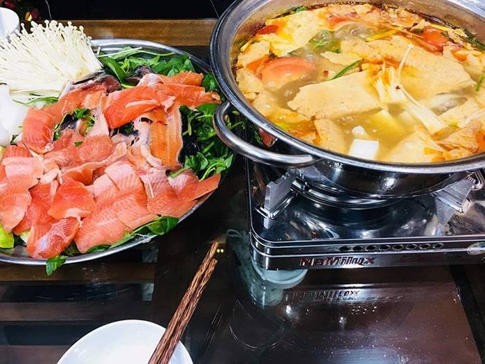 Lẩu cá hồi là món ăn đặc sản ở Sapa
