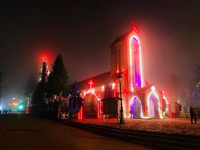 Nhà thờ đá Sapa về đêm