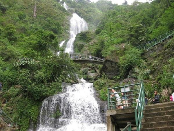 Thác Bạc là địa điểm du lịch nổi tiếng ở Sapa