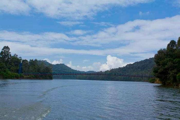 Cây cầu trên hồ Pá Khoang, Điện Biên
