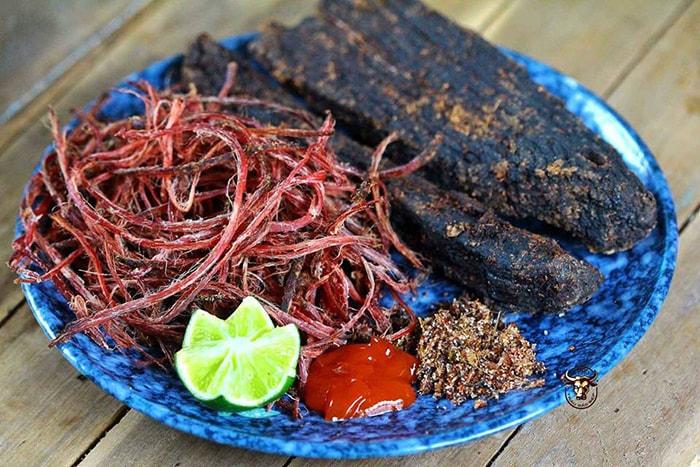 Thịt trâu gác bếp - Món ăn đặc sản của người Thái ở Điện Biên