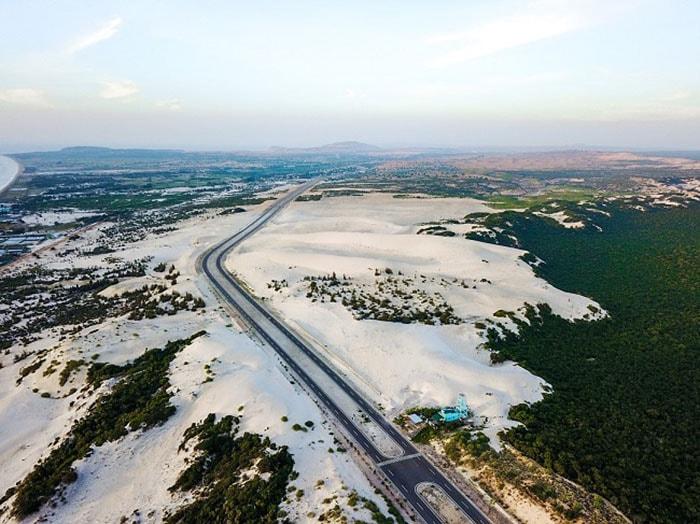 Cồn cát trắng ở Bàu Trắng nhìn từ trên cao