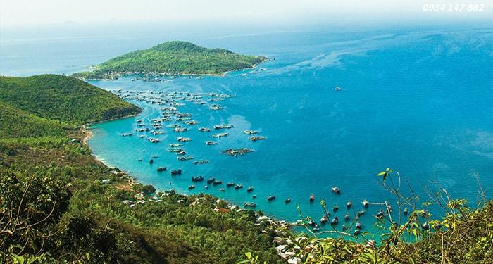 Toàn cảnh vịnh Cam Ranh nhìn từ trên cao
