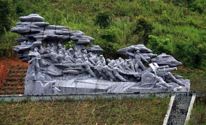 Di tích đường kéo pháo ở Điện Biên Phủ