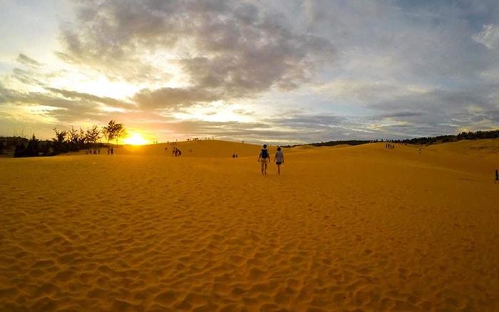 Hoàng hôn trên cồn cát ở Bàu Trắng