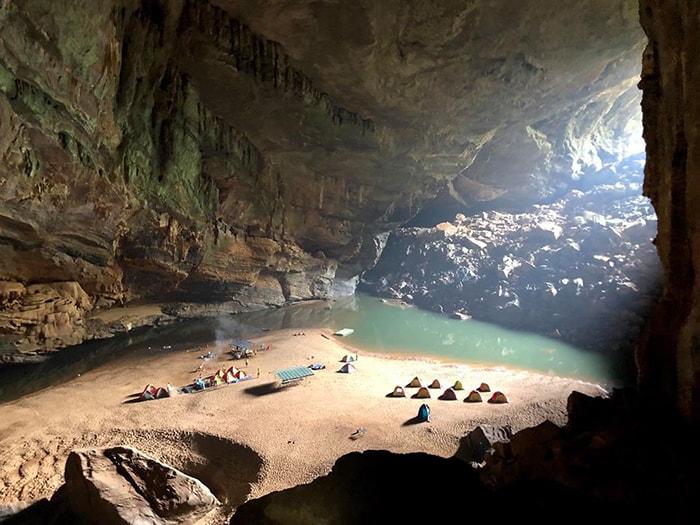 Khu cắm trại bên trong Hang Én