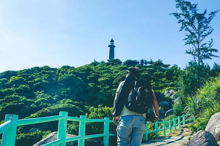 Đường lên hải đăng Mũi Đại Lãnh