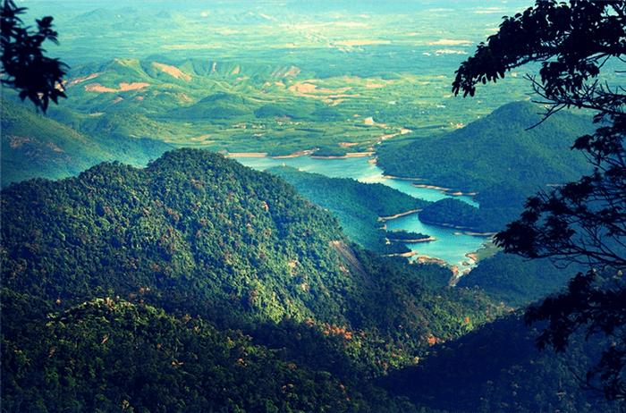 Khung cảnh vườn quốc gia Bạch Mã nhìn từ trên cao
