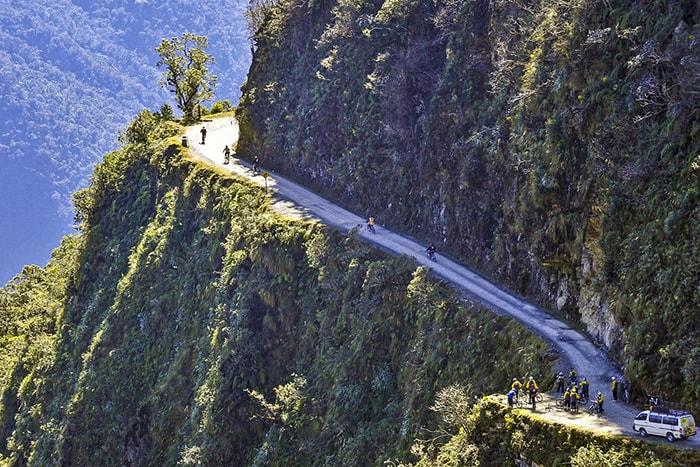 Đạp xe trên con đường nguy hiểm nhất thế giới