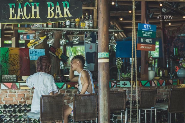 1 quán bar ở LaGi Coco beach