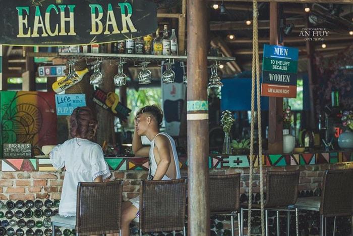 1 quán bar ở LaGi Coco beach