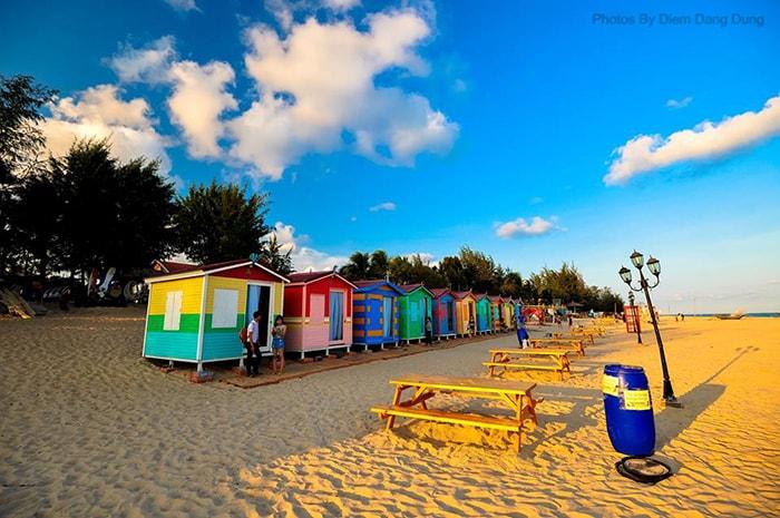 Những ngôi nhà đầy màu sắc ở bãi biển LaGi Coco Beach