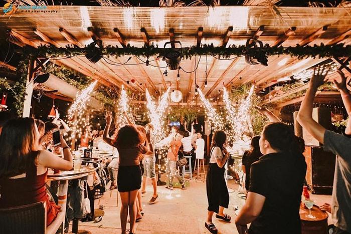 Party ban đêm ở LaGi Coco beach Bình Thuận
