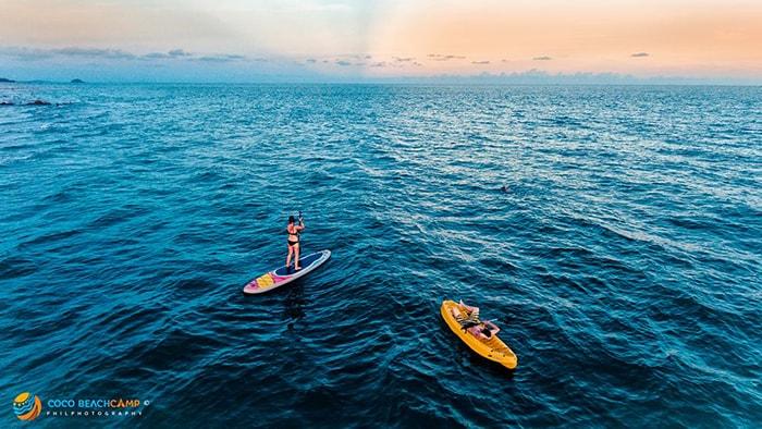 Chèo thuyền trên biển Coco beach là hoạt động khá thú vị