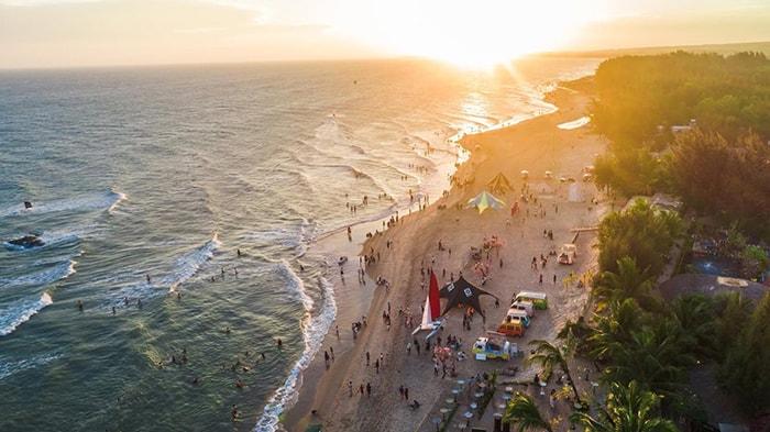 Bãi biển Coco Beach buổi chiều