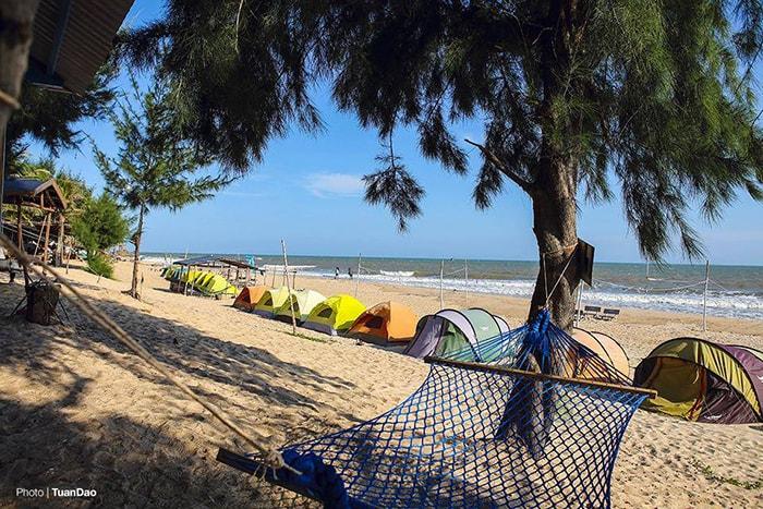 Những chiếc lều để ngủ ngoài bãi biển Coco beach