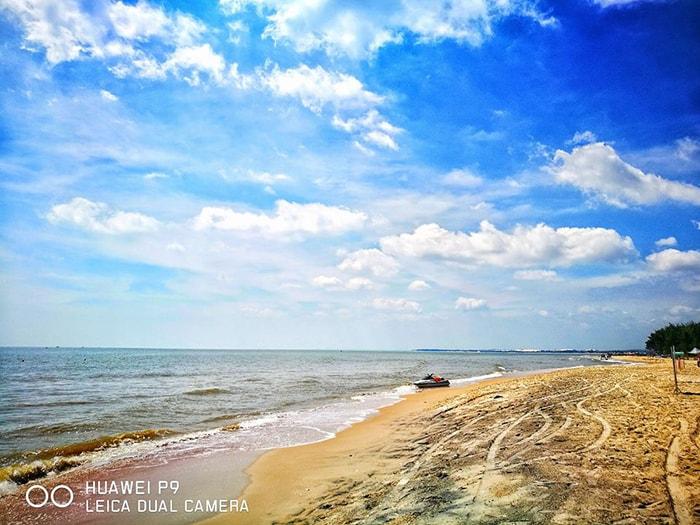 Dạo chơi trên bãi biển Coco beach