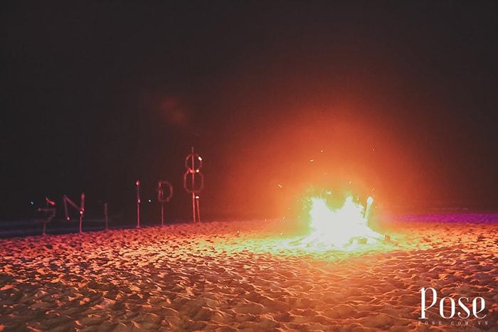 Đốt lửa trại ban đêm ở Coco Beach