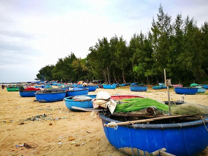Làng chài ở bãi biển gần Coco beach