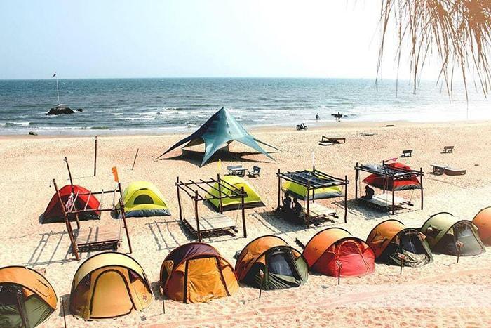 Lều trại đầy màu sắc ở bãi biển CoCo BeachCamp LaGi