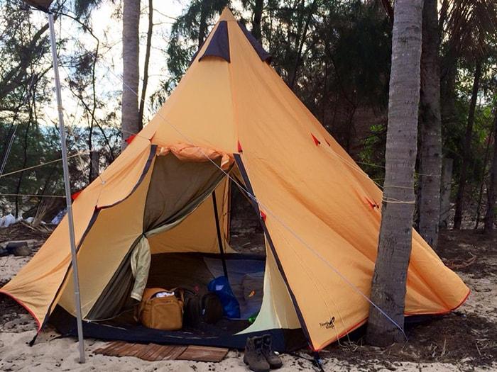 Ngủ lều là một trong những hình thức lưu trú ở Coco beach