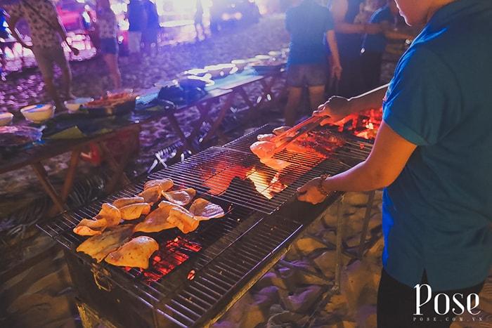Tiệc nướng BBQ ở Coco beach Camp