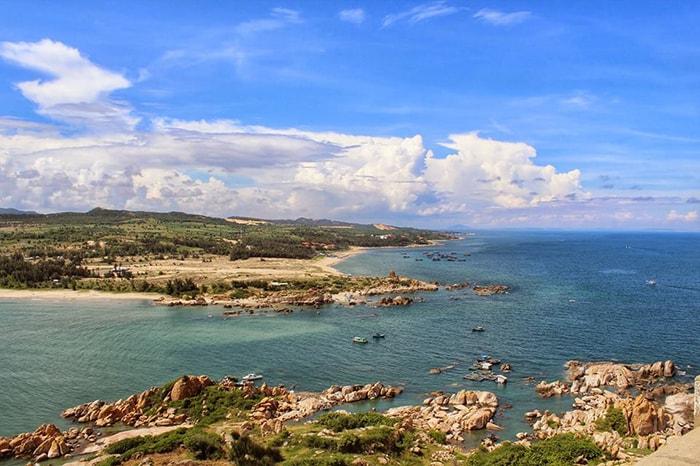 Đảo Hòn Bà là địa điểm du lịch còn khá hoang sơ ở Bình Thuận