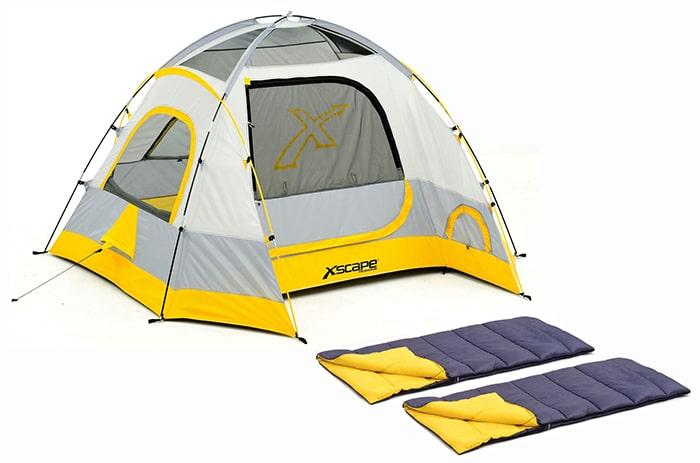 Chuẩn bị lều ngủ và túi ngủ khi đi cắm trại ngoài trời