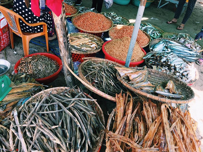 Hải sản khô ở LaGi mang về làm quà