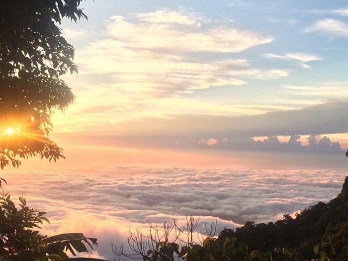 Mặt trời mọc trên đỉnh Tà Xùa