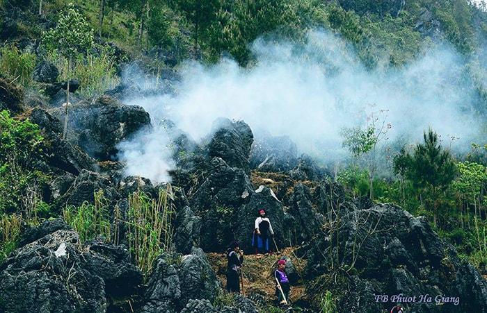 Cuộc sống ở cao nguyên đá Đồng Văn, Hà Giang