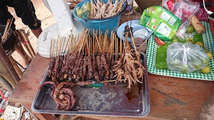 Đồ nướng ở chợ Lào