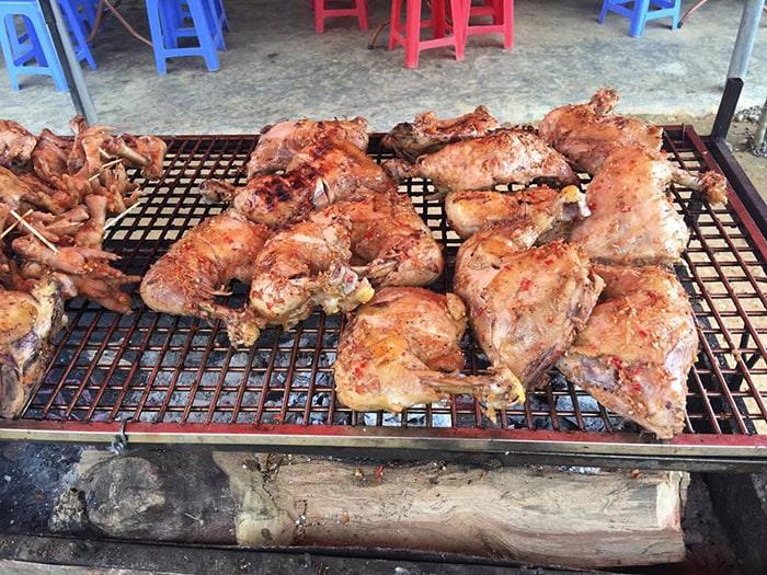 Đùi gà nướng ở Chợ Lào