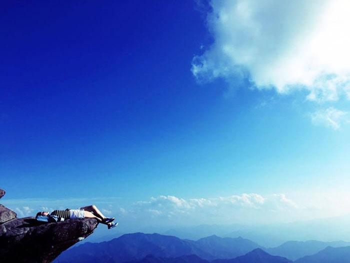 Mỏm đá sống ảo trên đỉnh Pha Luông
